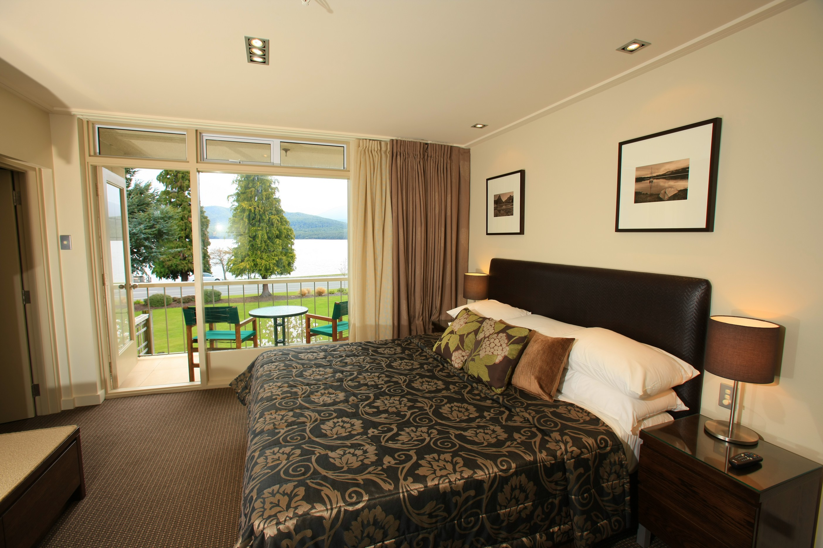 Distinction te anau hotel villas products anderson for Distinctive villas