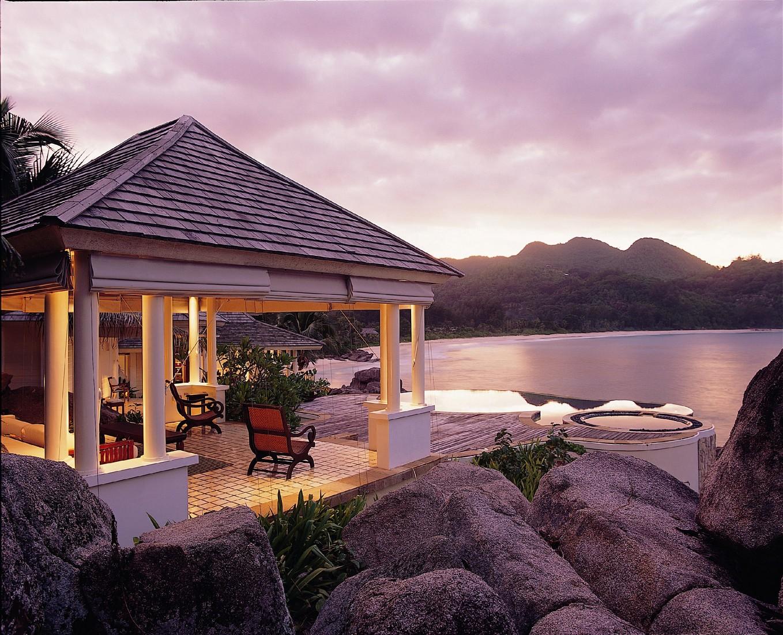 Banyan tree seychelles это единственный отель на острове маэ с бассейном при каждой вилле и один из самых роскошных